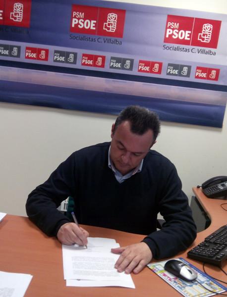 Juanjo-Morales-firmando-el-decalogo