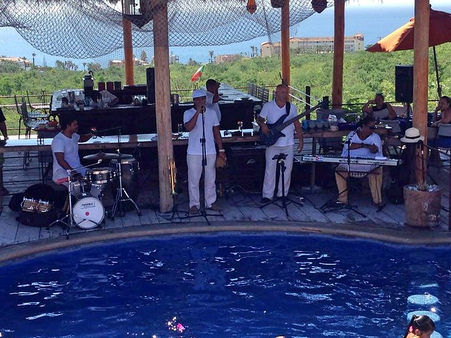 LIVE MUSIC & PAELLA EVERY SUNDAY AT VILLA SERENA RESTAURANT, LOS CABOS.