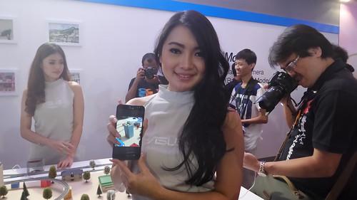 ถ่ายพริตตี้ (อินโดนีเซีย) คู่กับ ASUS Zenfone 2