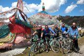 Osttibet, mit dem Bike um den Amnye Machen. Pioniergruppe am ersten Pass. Foto: Schorsch Schreyer.