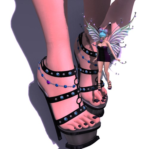 21 Shoe Giantess (Sax Shepherd Designs)