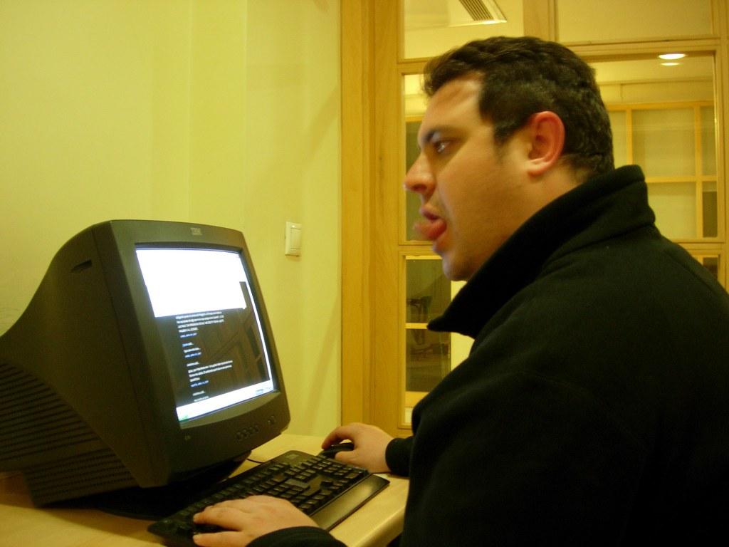 Ipaelo usando un teclado turco