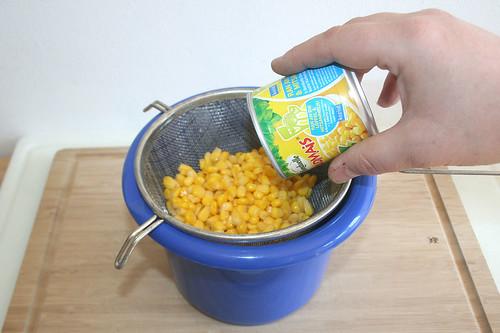 09 - Mais abtropfen lassen / Drain corn