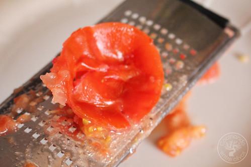 Ensalada-de-habas-tiernas,-tomate,-bacalao-y-rabanitos-(4)