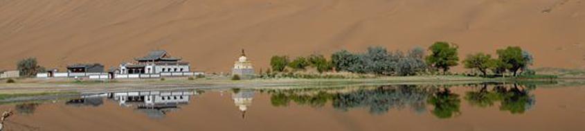Kameltrekking in der Wüste Gobi. Das Kloster Badain Jilin inmitten der Wüste. Foto: Günther Härter.