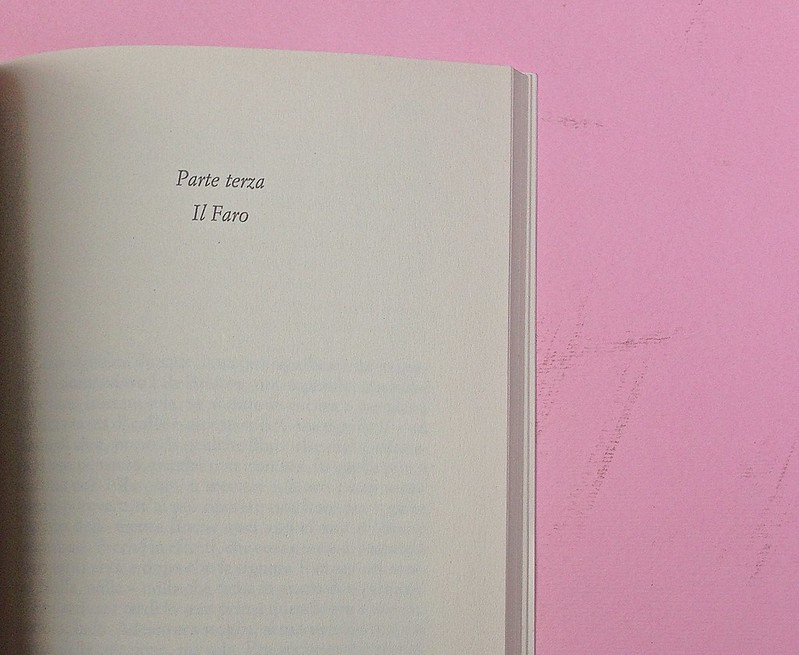 Virgina Woolf, Gita al Faro. Einaudi 2014. Progetto grafico di 46xy. Testo: indicazione della parte e del suo titolo, premesse al testo, centrate, in alto, a pag. 145  (part.), 1