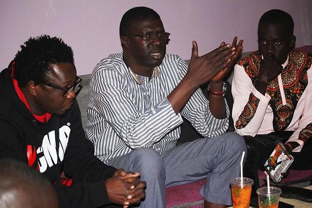 Bambaly recevant les conseils et prières de son oncle Fallou Dieng et de Dj Salim-BorderMaker