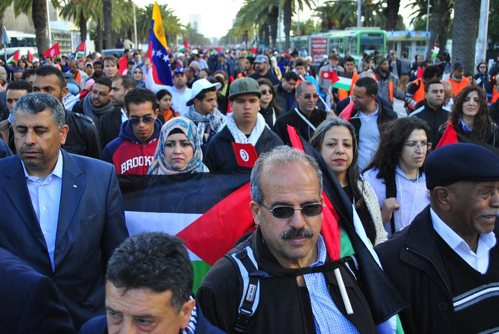 閉幕遊行主題為巴勒斯坦議題,許多民眾上街聲援巴勒斯坦,要求正義與解放。(攝影:徐沛然)