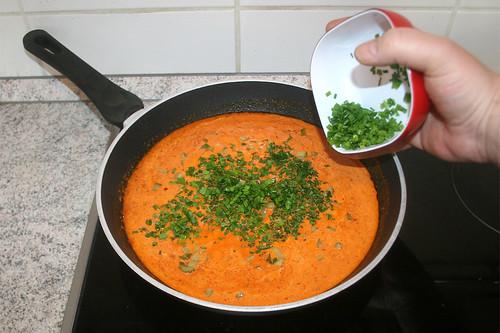 30 - Petersilie & Schnittlauch addieren / Add parsley & chives