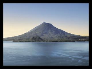 Panajachel GCA  - Lago de Atitlan with Volcán Tolimán 08