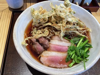 Soba topped with sliced grilled ducks and deep-fried burdock from Tsukada Bokujo @ Nishi Shinbasi