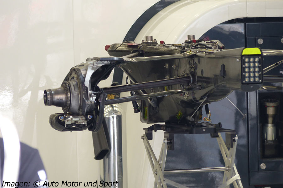 mp4-30-gearbox