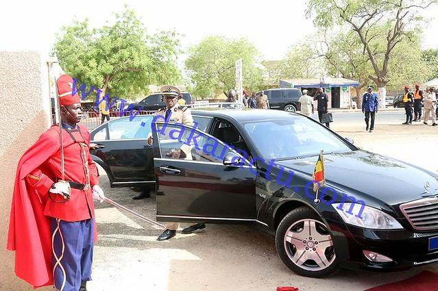 Conseil des ministres Kaffrine arrivée du Président  de la République  à l'hotel de ville  (2)-BorderMaker