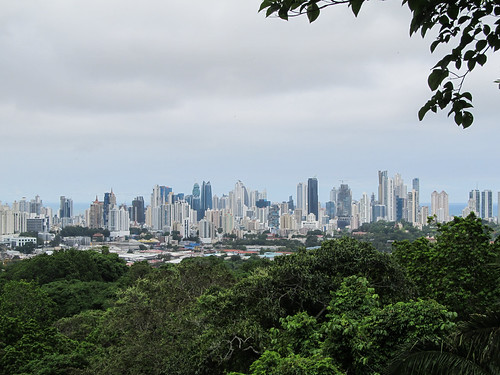 Vue sur les gratte-ciels de Panama City depuis le Parque Natural Metropolitano