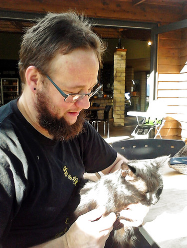 Me with Chai3, cat from Hot Waves cafe at Hot Water Beach 24 4 15 - 550