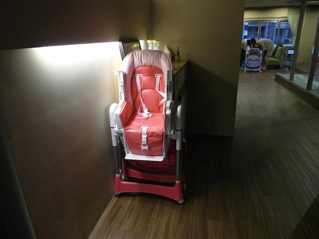 台灣製的 Smile 兒童餐椅@樂樂小時光有機食材餐廳(附有親子遊戲區)