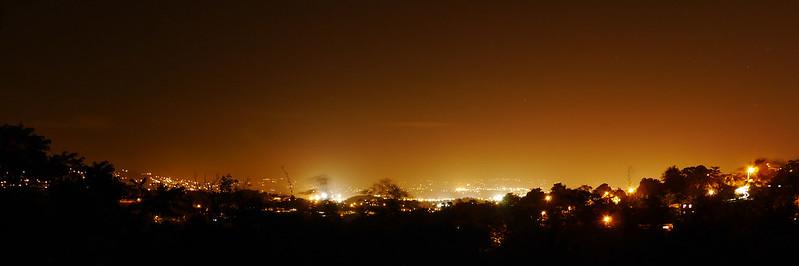 Vue de nuit sur la baie de Fort de France depuis Palmiste