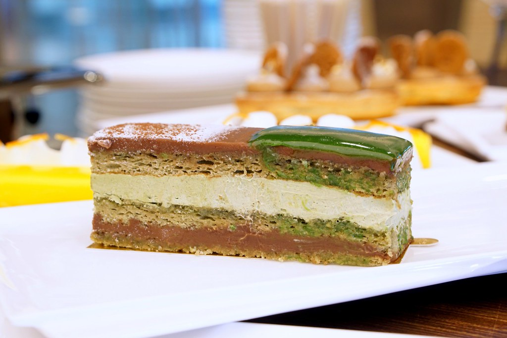afternoon tea, cakes, macarons - bread lounge GTower hotel-004