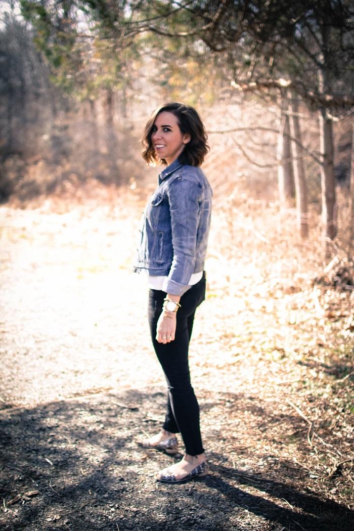 a viza style. andrea viza. fashion blogger. dc blogger. denim jacket. destroyed madewell jeans. saint & libertine sandals. casual style 5