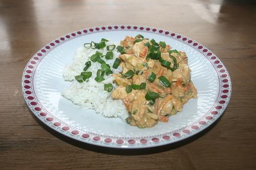 21 - Chicken in peanut sauce - Served / Huhn in Erdnusssauce - Serviert
