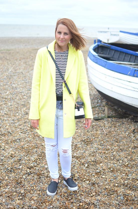 BOOHOO-yellow-boyfriend-coat-white-ripped-jeans
