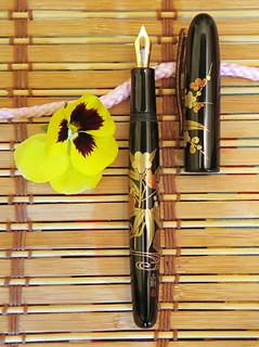 Danitrio Hanryo 'Garden Flowers' (Niwano Hana)