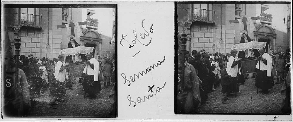 Procesión de Semana Santa en Toledo hacia 1915. Fotografía de H.B. © Fototeca de Instituto del Patrimonio Cultural de España (IPCE), signatura HB-0042_P