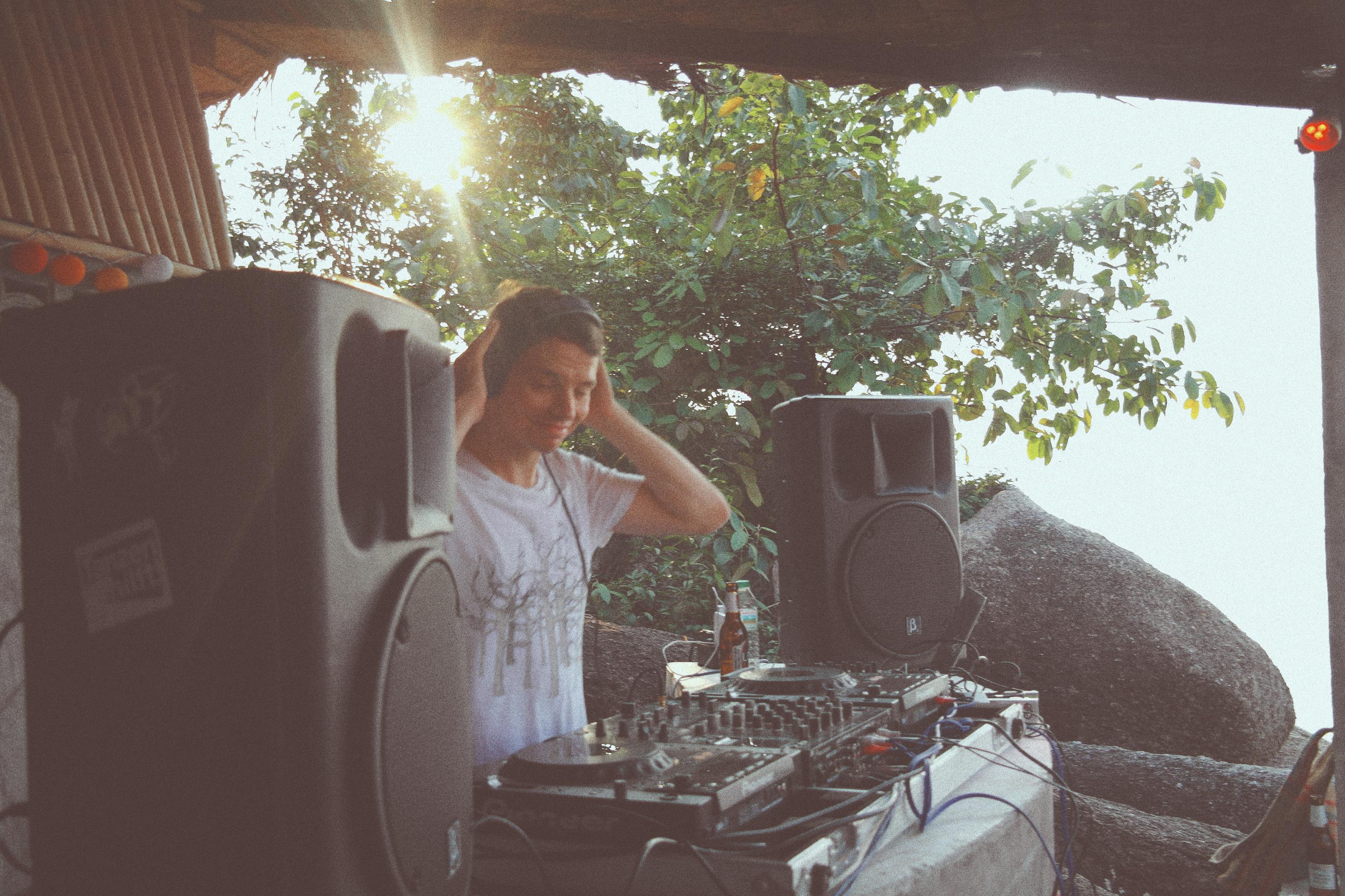 LA VIDA LOCA Party With DJ Alle Farben at Sunset Pearl Koh Phangan