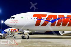 Boeing 777-300 TAM Linhas Aéreas PT-MUG e PT-MUI