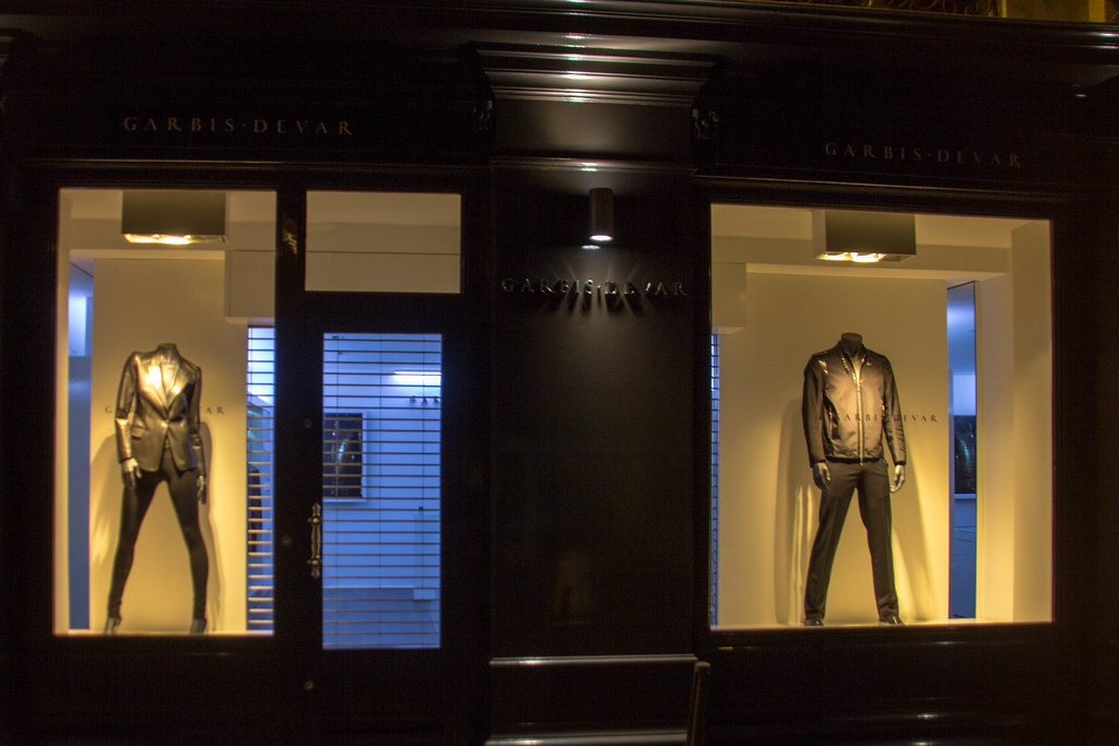 Vitrines de Lyon: la mode du moir