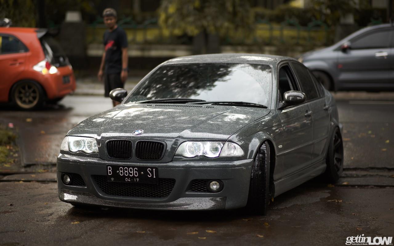 BMW E46 abu-abu