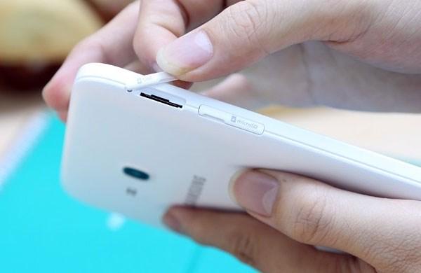Galaxy Tab 3 Lite khe gắn SIM, thẻ nhớ