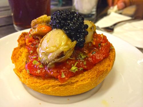 Scallops with caviar montadito
