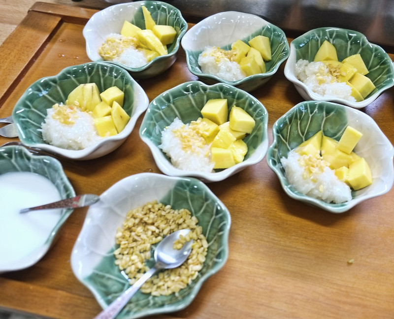 Mango With Sticky Rice (Cow Niaow Ma-Muang)