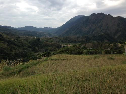 群山擁抱的吉哈拉艾。