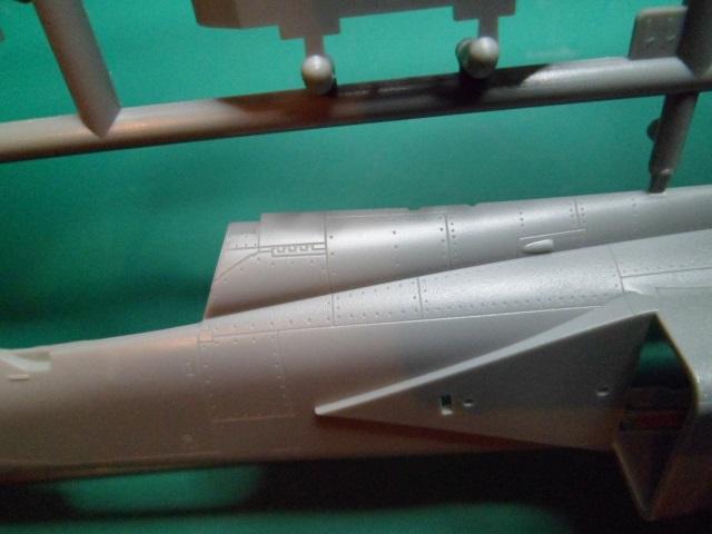 Ouvre boîte Shenyang J-8 II Finback B [Trumpeter 1/48] 16711398540_1382e27a65_o