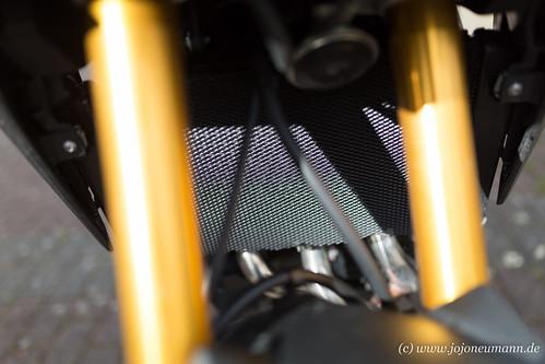 Yamaha MT 09 Tracer kuehlerabdeckung-2.jpg