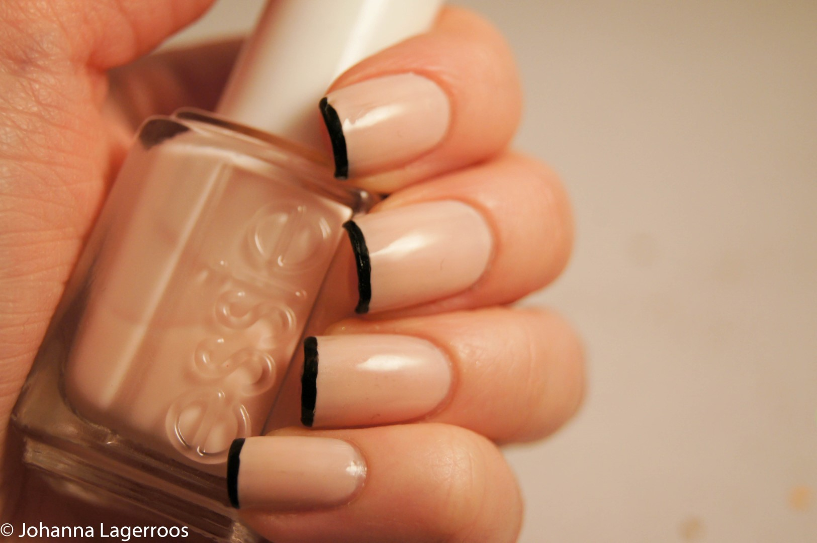 nails with black tips