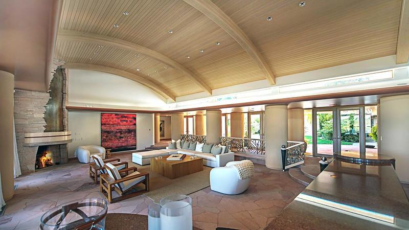 Купольный потолок в доме Памелы