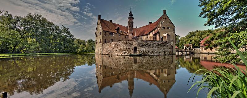 Moated castle Vischering