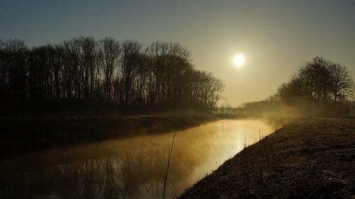 sun mist holland nature water netherlands dutch sunrise landscape licht europa sony nederland natuur sigma lucht dag polder zon landschap bommelerwaard maart gelderland zonsopkomst daglicht a65 flickrsbest sigma18250mm