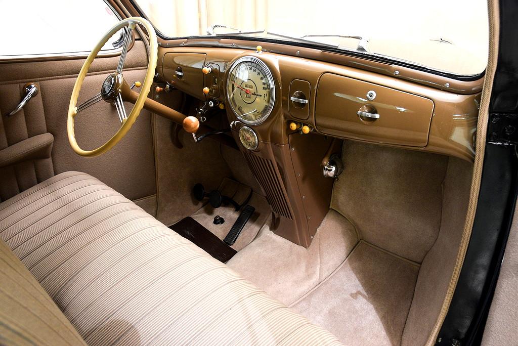 39008_J Lincoln Zephyr V12 3SPD Coupe_Black
