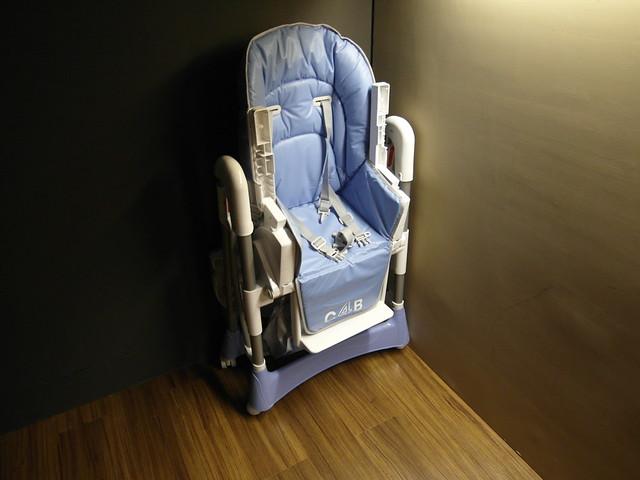 讓我長知識的 Smile 兒童餐椅~一直查 C4B 找不到它是哪個品牌XD @樂樂小時光有機食材餐廳(附有親子遊戲區)