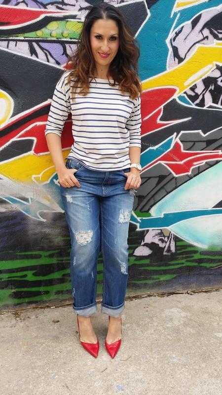 vaqueros boyfriend, básicos, camiseta blanca rayas azules, trench azul marino, stilettos rojos, bolso, boyfriend jeans, basic, white shirt blue stripes, blue navy trench, red stilettos, bag, Stradivarius, Zara, Massimo Dutti, Parfois,