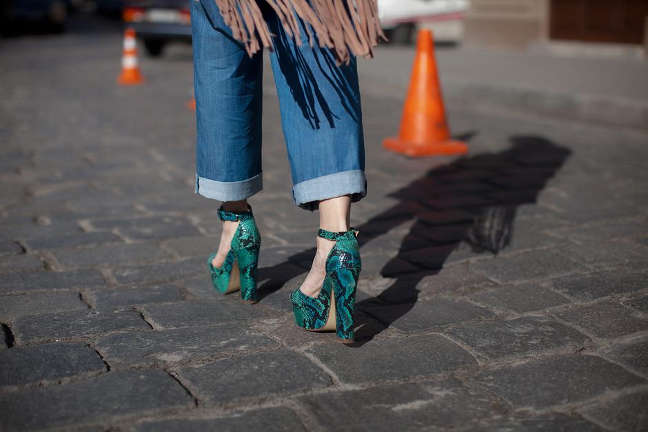 platform-heel-sandals-70s-trend-outfit