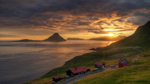 panasonic fz1000 hdr velabastaður koltur vágar sunset sea fjord village houses landscape landsvapes mountain faroe islands føroyar færøerne isle clouds