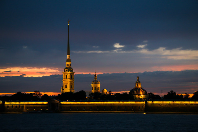 Peter and Paul Fortress after dark, Saint Petersburg, Russia サンクトペテルブルク、日没後のペトロパヴロフスク要塞