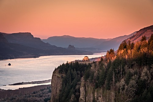 sunset red oregon portland weekend roadtrip columbiariver columbiarivergorge vistahouse robinmukherjeephotography