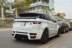 automobile(1.0), automotive exterior(1.0), range rover(1.0), sport utility vehicle(1.0), executive car(1.0), family car(1.0), wheel(1.0), vehicle(1.0), automotive design(1.0), rim(1.0), range rover evoque(1.0), bumper(1.0), land vehicle(1.0), luxury vehicle(1.0),