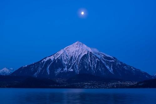 moon sunrise switzerland minolta sony thun bern bluehour sonya7